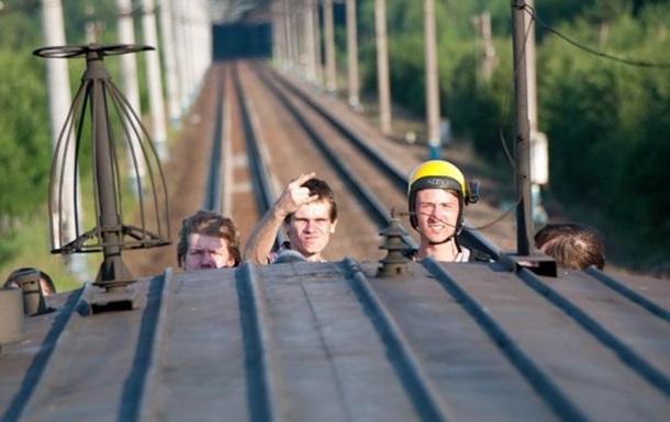 В Киеве погибли два парня, пытаясь сделать селфи