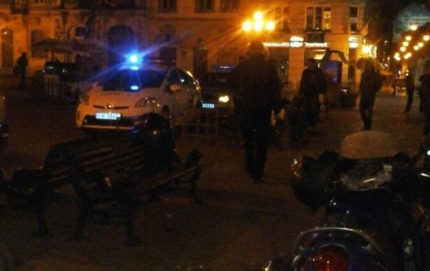 Во Львове не заплативших в кафе девушек поймали байкеры