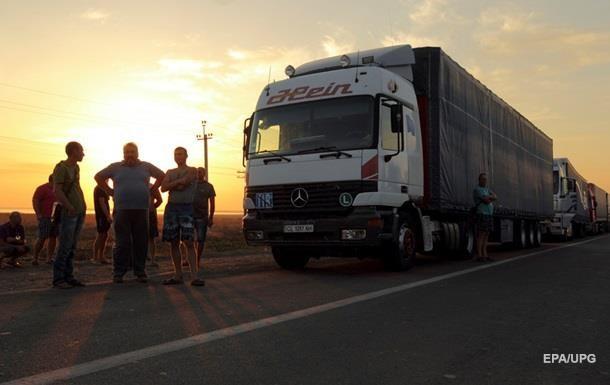 ФСБ: Украина не пускает грузовики из Крыма
