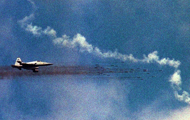 Истребитель КНР совершил опасный маневр перед самолетом США – Пентагон