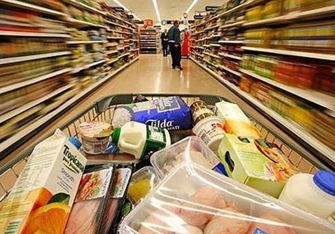 Почему в мире продукты дешевеют, а в Украине дорожают