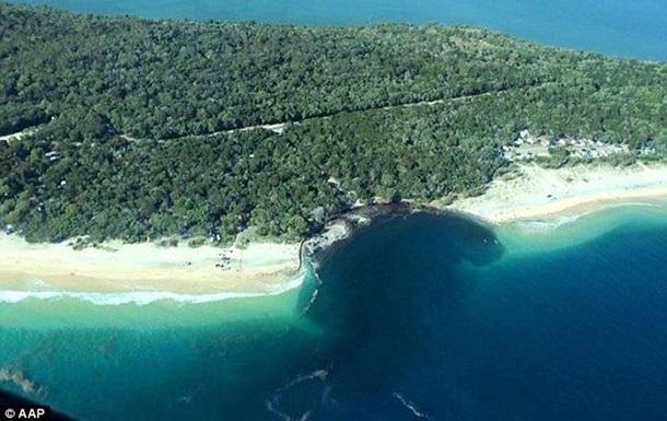Гигантская воронка поглотила пляж-кемпинг в Австралии