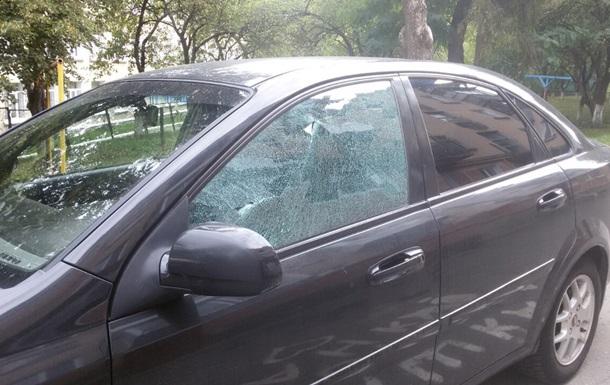 В Тернополе неизвестный расстрелял восемь автомобилей