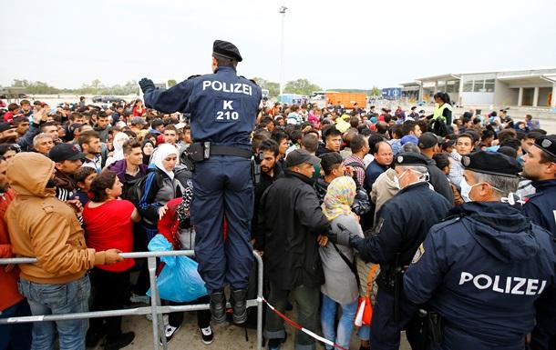 Австрия грозит применить силу к мигрантам, если Германия не откроет границу