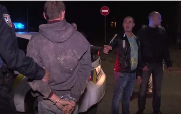 В Киеве полиция спасла насильника от самосуда
