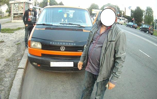 Во Львове милиционер без документов сбежал от полиции