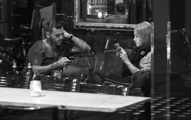 Ученые выяснили влияние смартфонов на романтические отношения