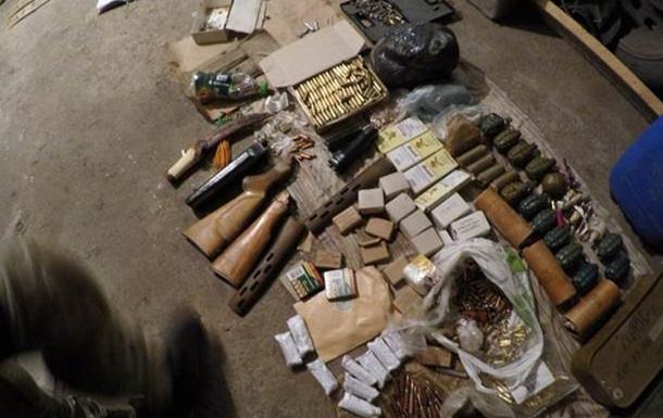 На Донбассе задержан экс-милиционер с арсеналом оружия