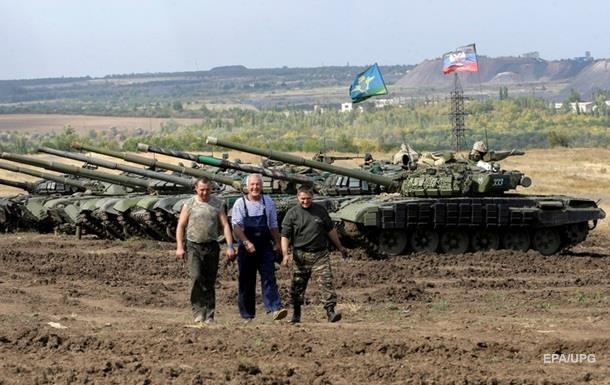 В ЛНР заявляют об отводе первой колонны танков