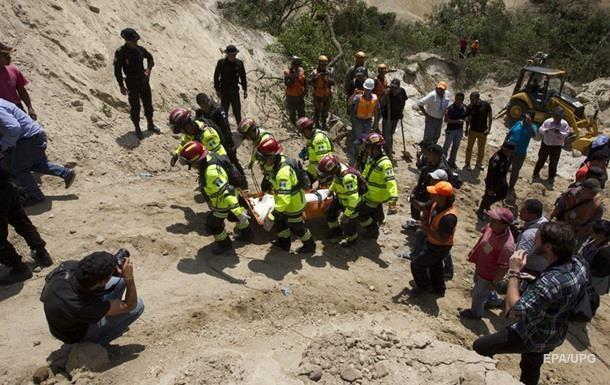 В Гватемале число жертв оползня превысило 100 человек