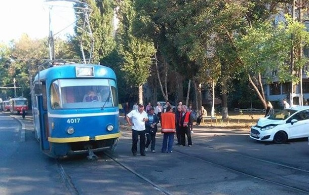 В Одессе из-за ДТП образовалась пробка трамваев