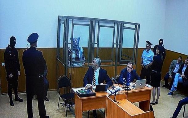Савченко на заседании суда надела на голову мешок