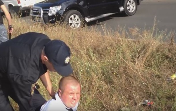 В Одессе кандидат в депутаты и его жена напали на полицию