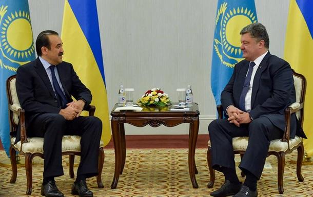 Порошенко обсудил в Казахстане инфраструктурные проекты