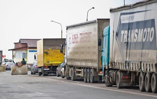 Россия не продлила транзитные пропуска дальнобойщикам