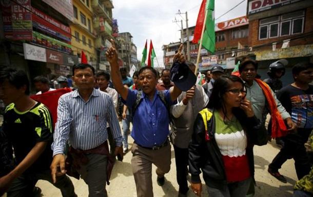 Президент Непала принял отставку премьера