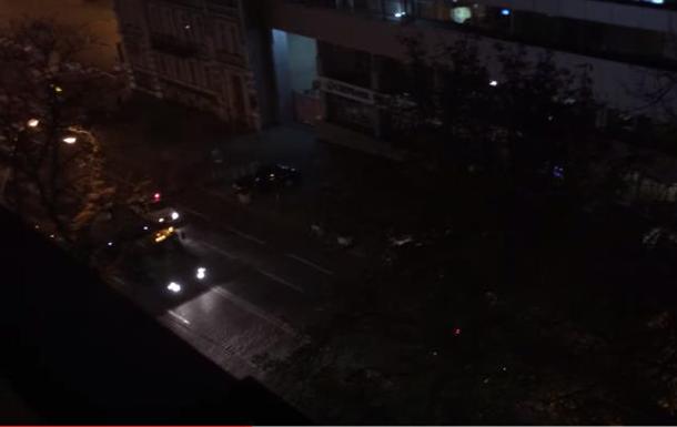 По центру Киева проехала колонна техники