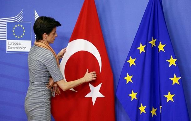 ЕС предлагает Турции безвизовый режим в обмен на помощь с мигрантами