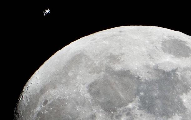 Гравитация Земли расколола поверхность Луны