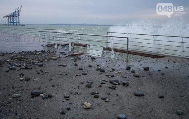 Власти назвали вероятную причину крушения катера под Одессой