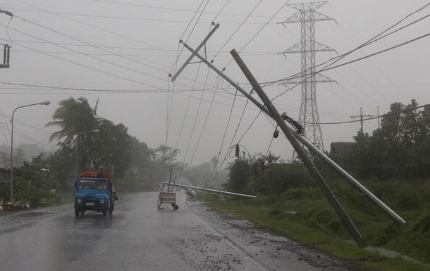 На Филиппинах из-за тайфуна эвакуированы десятки тысяч человек
