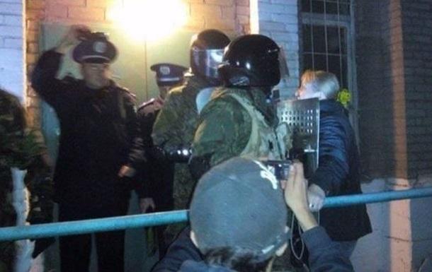 Итоги 18 октября: Штурм типографии в Мариуполе и взрыв буксира на Днепре