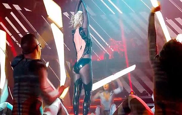 Молния превратила танцевальный номер Бритни Спирс вэротическое шоу