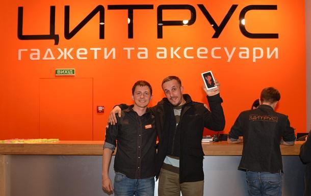 Украинцы начали раскупать официальные iPhone 6s еще ночью, накануне продаж