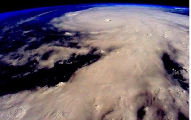Ураган приблизился к Мексике на скорости почти 300 км/ч