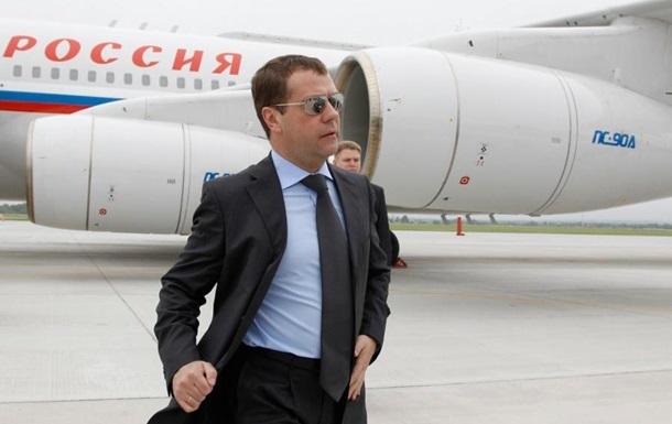 Медведев ответил на отмену авиасообщения с Украиной