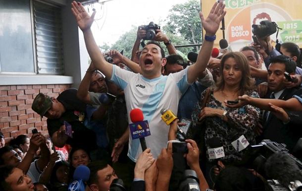 Без шуток. На президентских выборах в Гватемале победил бывший комик