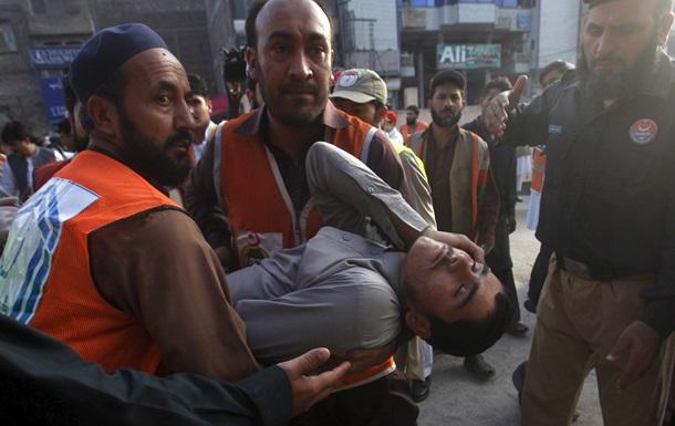 Жертв землетрясения в Афганистане и Пакистане уже около 200