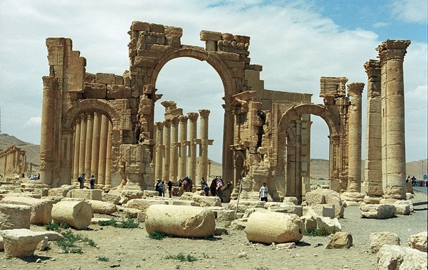 Боевики ИГ разрушили исторические колонны Пальмиры