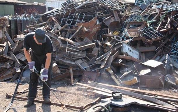 Яценюка просят навсегда отменить НДС на операции с металлоломом