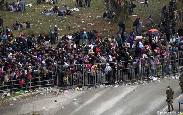 Канцлер Австрии: Заборы проблему беженцев не решат