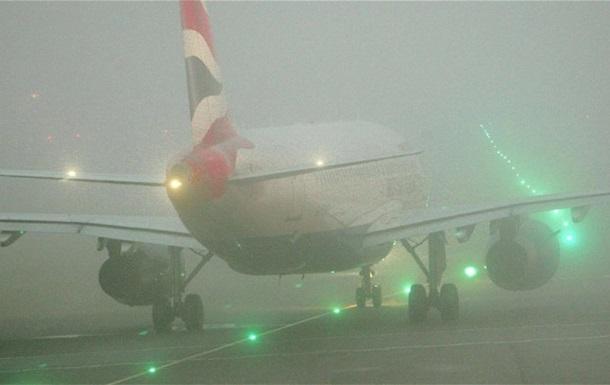 В лондонском аэропорту Хитроу отменяют рейсы из-за тумана