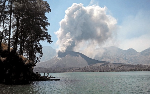 На Бали из-за вулкана закрыли аэропорт