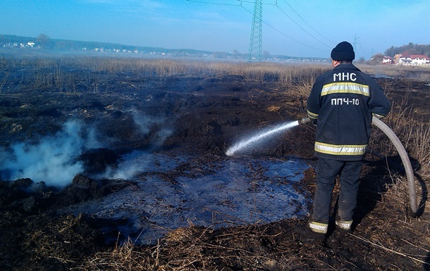 В пяти районах под Киевом еще горят торфяники