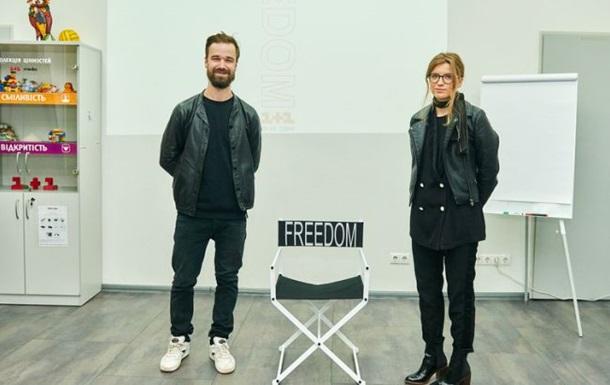 Волонтер купил на аукционе стул за 30 тысяч, чтобы помочь семье Сенцова