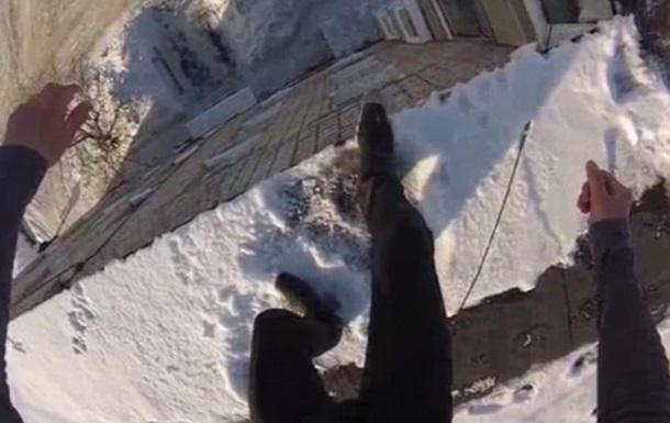 Россиянин заснял на видео прыжок с крыши многоэтажки