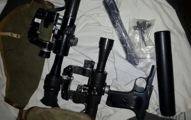 В поезде Кривой Рог-Москва нашли пистолет, два прицела и глушитель