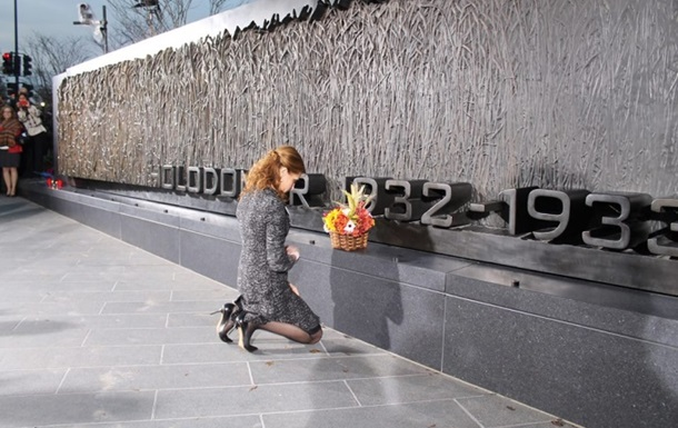 Жена Порошенко открыла Мемориал жертвам Голодомора в Вашингтоне