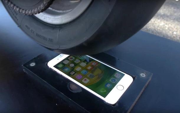 Краш-тест iPhone 6s мотоциклом
