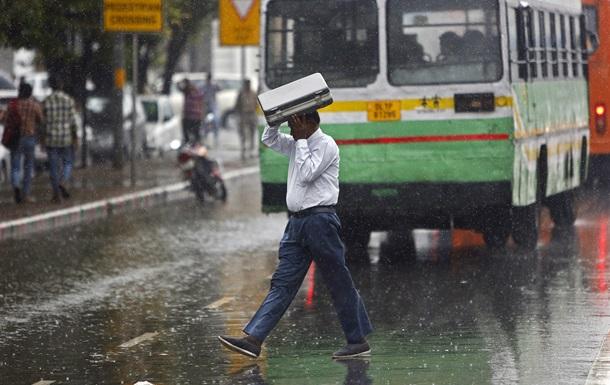 В Индии автобус упал в пропасть, погибли шесть человек