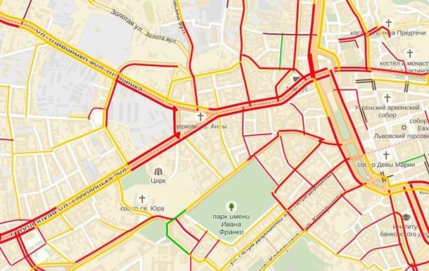 ДТП в центре Львова парализовало транспорт