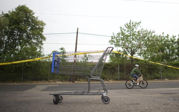 Два шведа на тележке из магазина со скоростью 80 км/ч врезались в авто