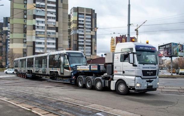 В Киев прибыл первый трамвай Электрон