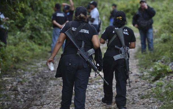 Полиция Мексики освободила 50 детей-рабов