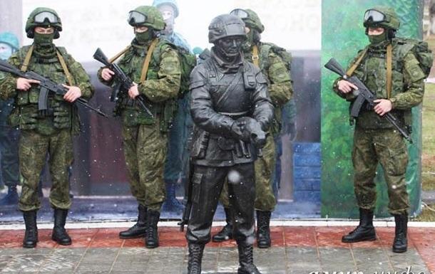 В Крыму собирают деньги на памятник  вежливым людям