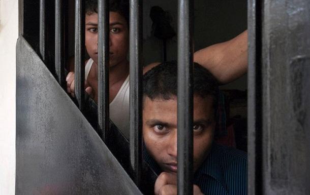 Тюрьмы в Индонезии будут охранять пираньи и тигры